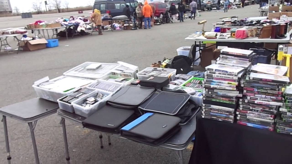 Meadowlands Stadium Flea Market Set Up Secaucus Nj 32815 Meadowlands Flea Market